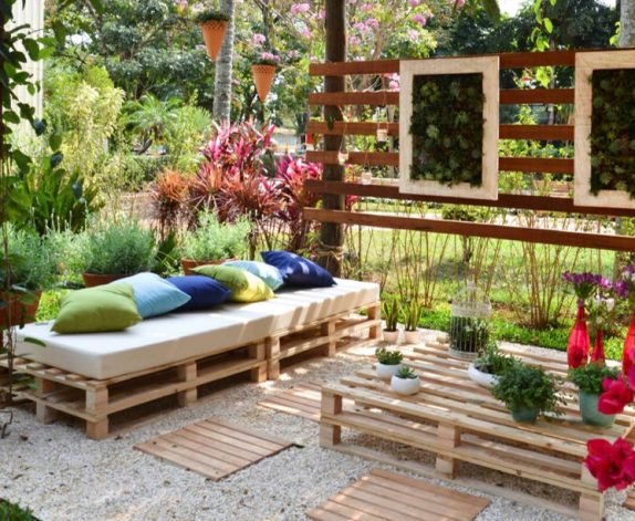 5 idee per creare mobili da giardino con i pallet blog for Mobili da terrazzo in legno