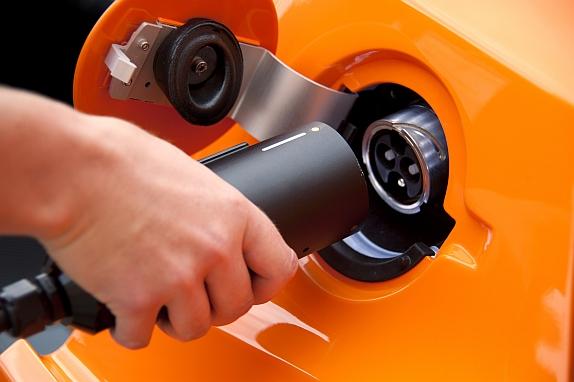 auto elettrica o ibrida